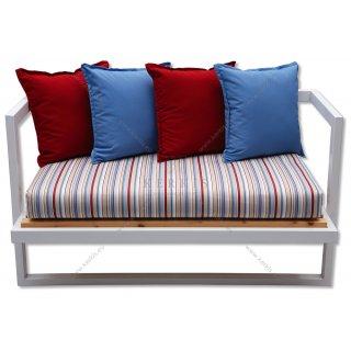 Μαξιλάρια καναπέ με ρίγες στη βάση και μονόχρωμα διακοσμητικά στην πλάτη
