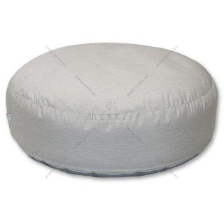 Πουφ στρογγυλό με διάμετρο 120 εκατοστά. Κατασκευασμένο με ύφασμα εξωτερικών χώρων 100% solution dyed. Το κάλυμμα διαθέτει φερμουάρ και αφαιρείται εύκολα για πλύσιμο.