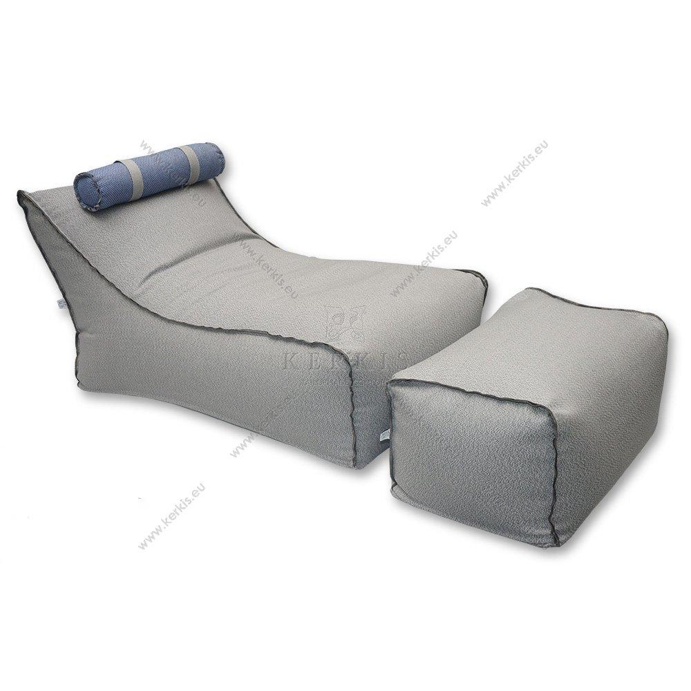 Ήρα poof κατασκευασμένο από την Kerkis Tailormade Comfort, με δύο κομμάτια και με προσκέφαλο στηριζόμενο με ιμάντες ώστε να μετακινείται ή ακόμη και να αφαιρείται. Η εμφανής διακοσμητική ραφή προσδίσει ξεχωριστό στυλ.